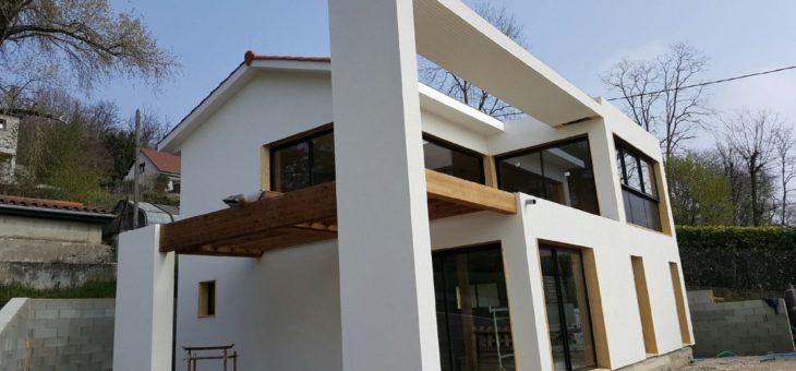 Gros plan sur le ravalement d'une façade