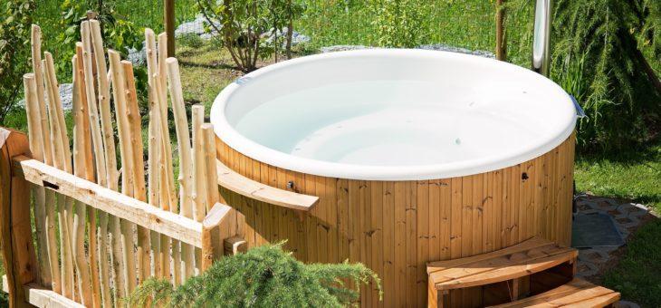 Les avantages et les inconvénients d'un bain tourbillon à l'extérieur