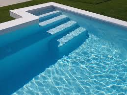 Comment se réalise la base d'une piscine en mosaïque?