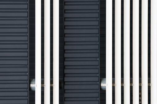 Zoom sur les rideaux métalliques: Avantages, inconvénients