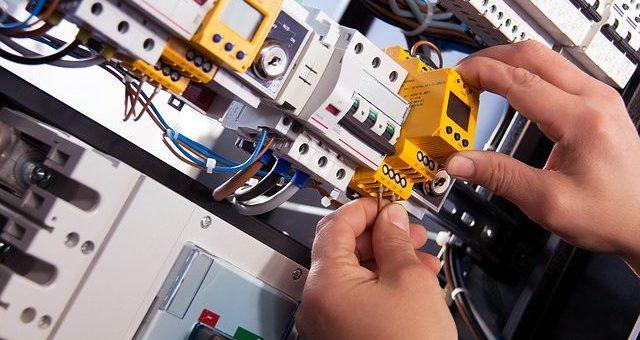 Mise aux normes électriques de votre maisonà Paris: vers qui vous tourner?