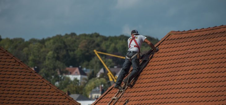 Faire entretenir sa toiture par des professionnels